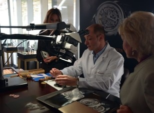 Guests Learn about Watchmaking at PAMM Exhibition